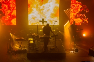 bonobo live electronica flames synths